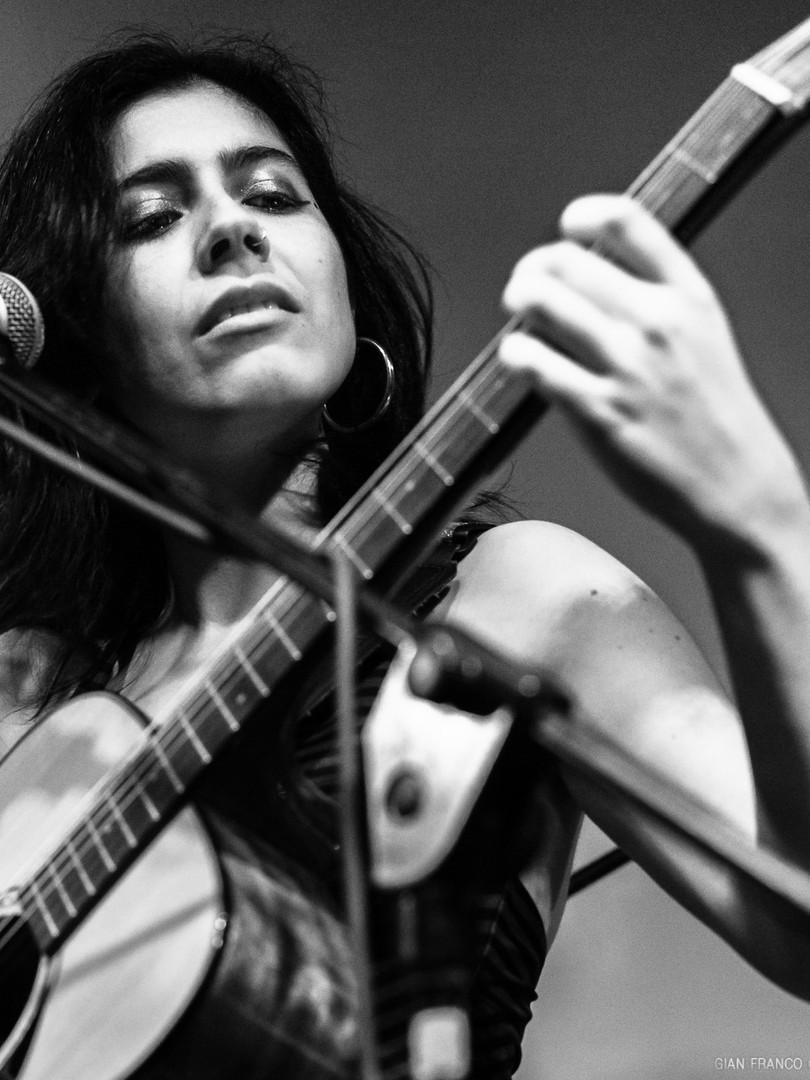 Dani+guitarra.jpg