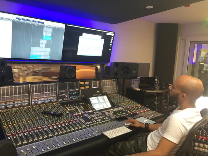 Chris Studio 2