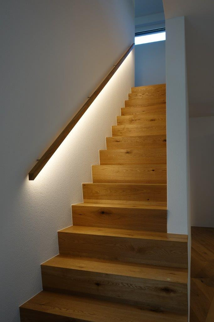 Handlauf mit LED-Lichtband