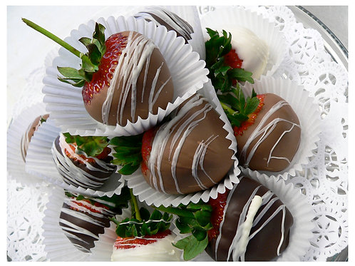 Chocolate Dipped Strawberries – 6 Count