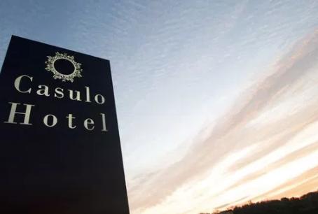Casulo Hotel Has Delusions of Grandure