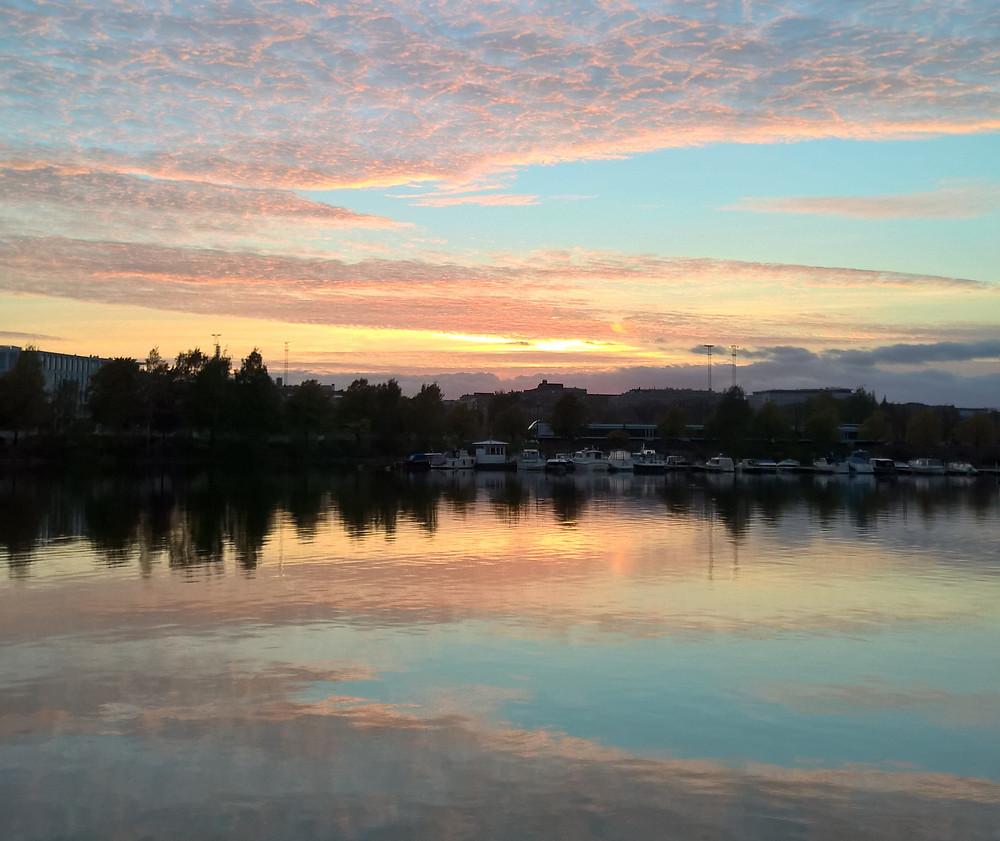 Auringonlasku Siltasaaren rannalla (kuva: Kia Kujala)