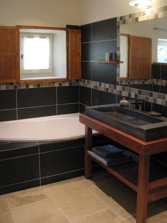 Une salle de bains, maison annexe