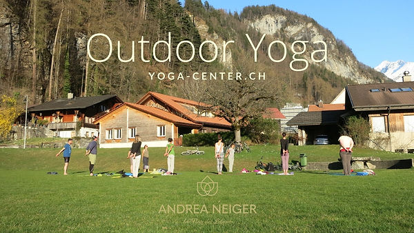 Outdoor Yoga yoga-center.ch.jpg