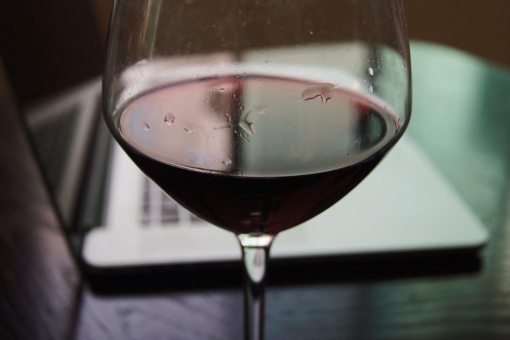 Image sourced from https://pixabay.com/en/red-wine-cup-computer-work-1708789/