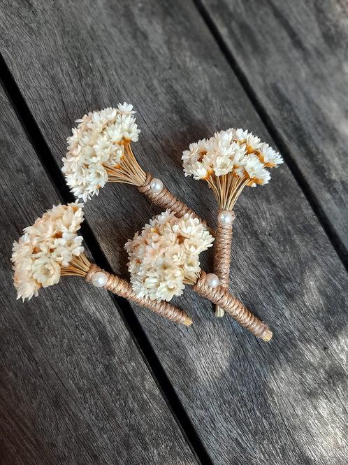 Lapela com flores secas