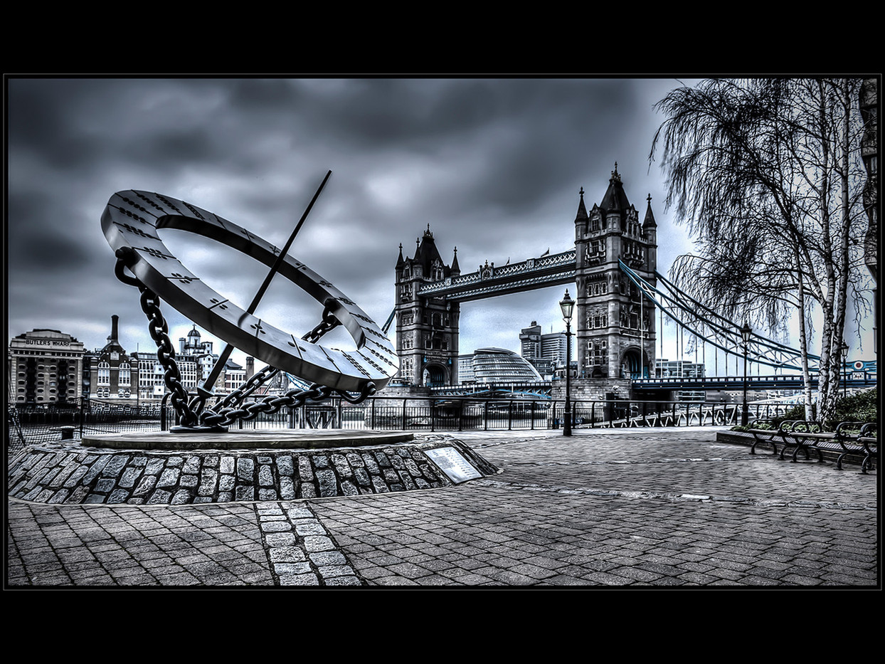 GROUP 1 17 A GREY DAY in TOWN by Mick Dudley