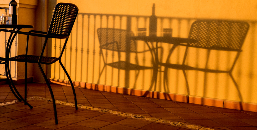 17 DRINKING IN THE SHADOWS by Richard Gandon