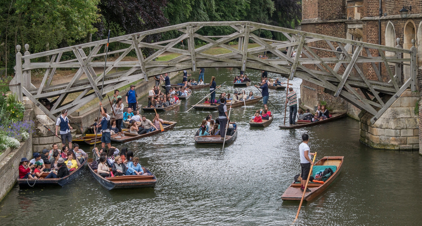 17 UNIVERSITY PUNT RACE by Roger Wates