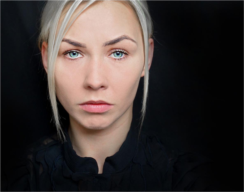 20 SILENT HEARTBREAK by Annik Pauwels