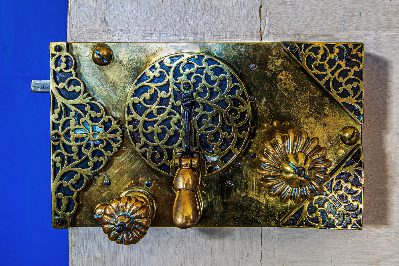18 DOOR LOCK DETAIL BLUE BEDROOM STRAWBERRY HILL HOUSE by Philip Easom