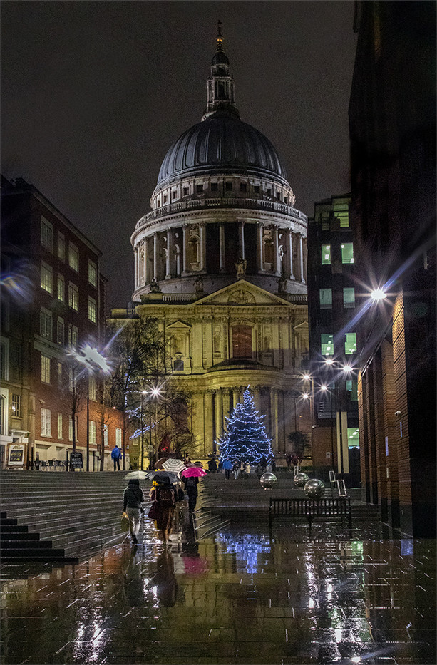 18 ST PAUL'S ON A WET DARK NIGHT by Philip Easom