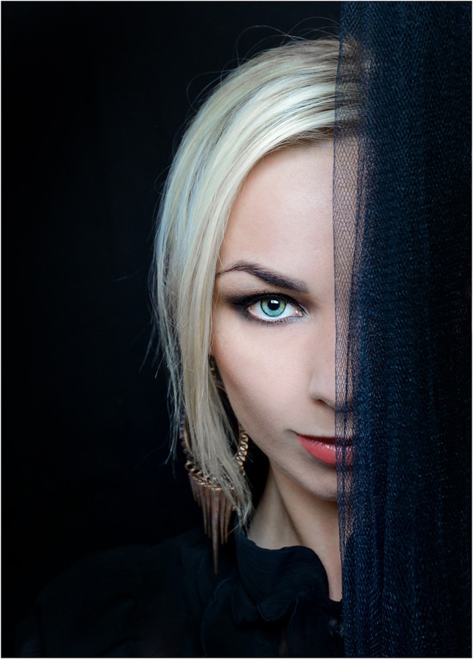 18 DISCOVER THE OTHER HALF OF ME by Annik Pauwels