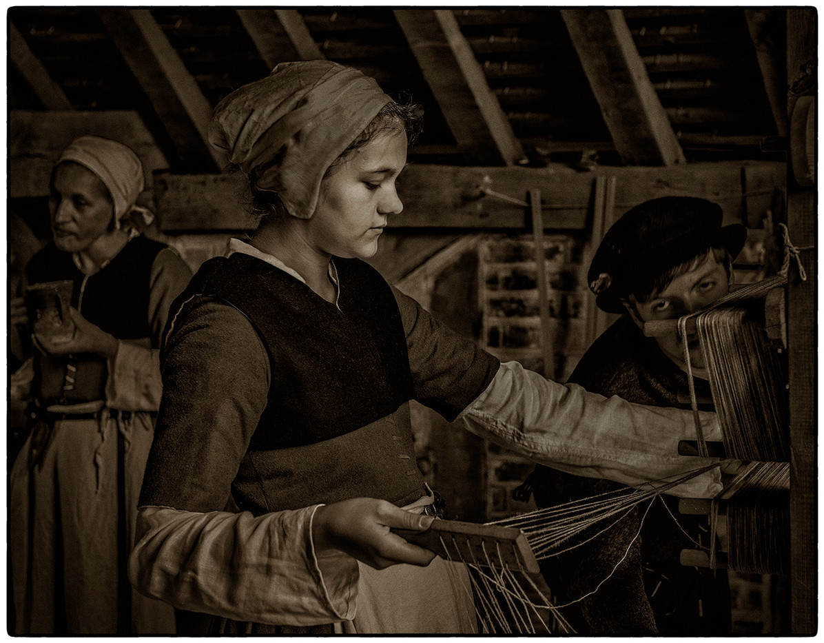 16 THE WEAVER AT WORK by Mick Dudley