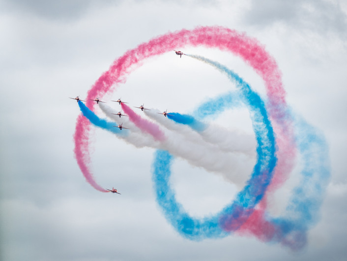 18 RED ARROWS CORKSCREW by Roger Wates