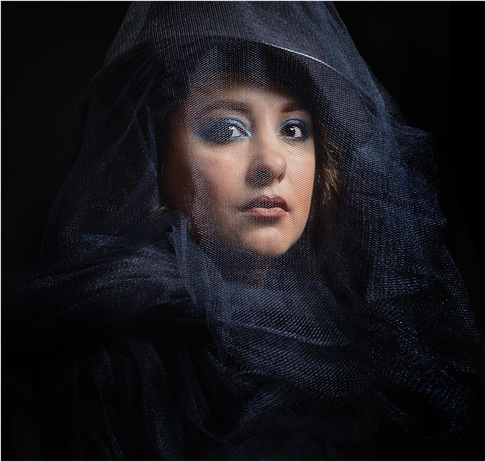 18 VEILED LADY by Annik Pauwels
