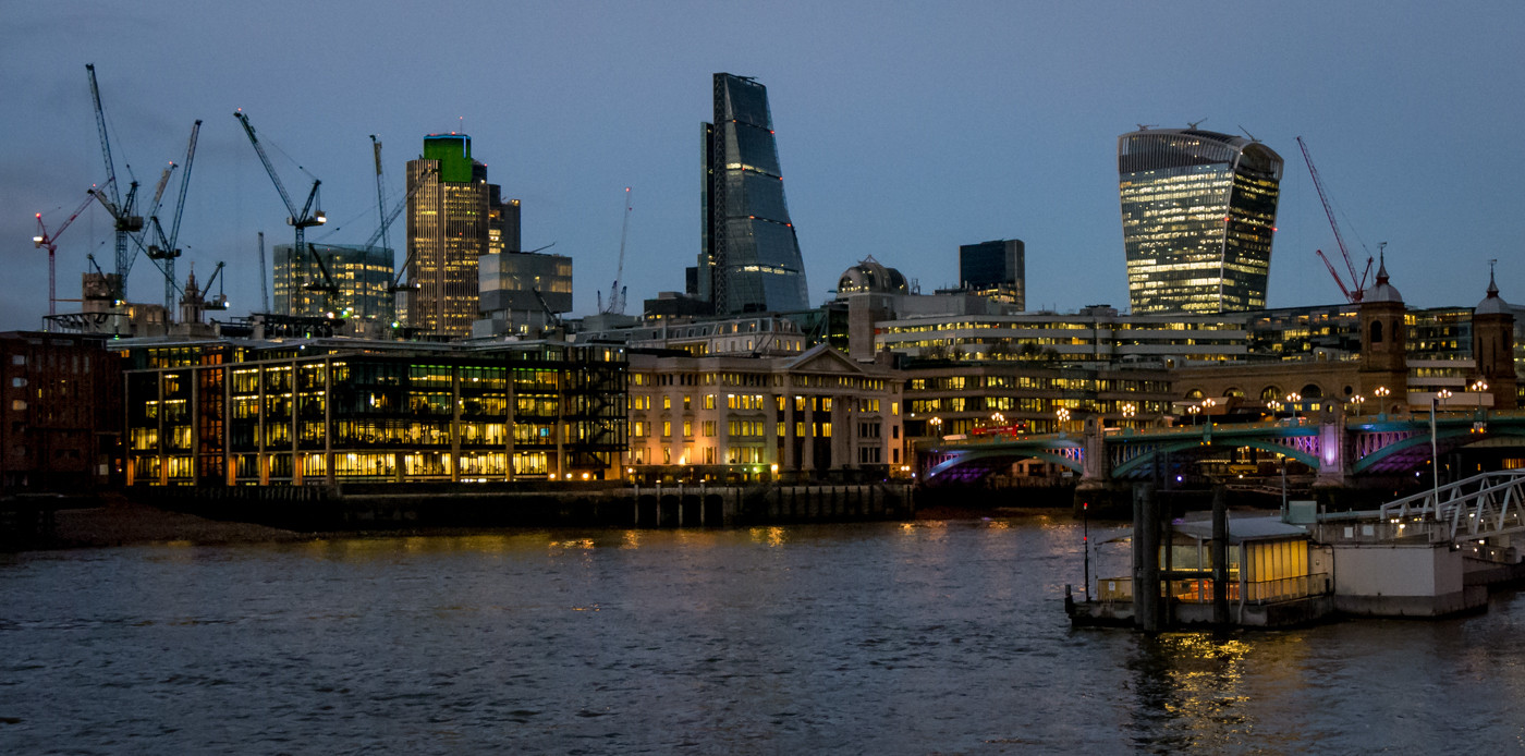 17 LONDON'S CHANGING SKYLINE by Roger Wates