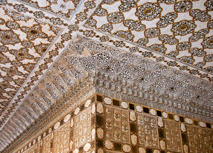 18 INTRICATE CORNICE DETAIL AMBER FORT INDIA by Peter Tulloch