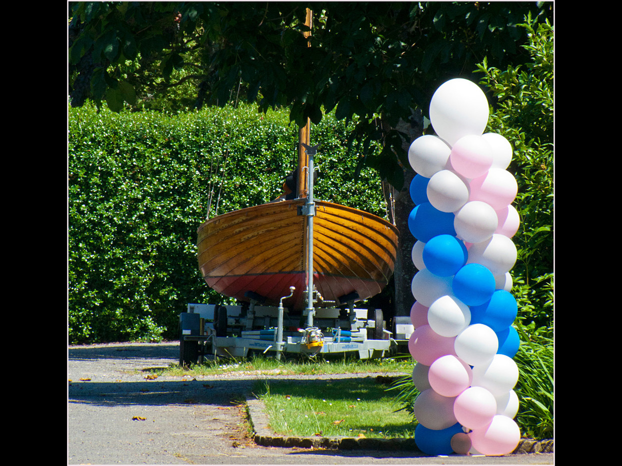 BOAT AND BALLOONS by Cathie Agates