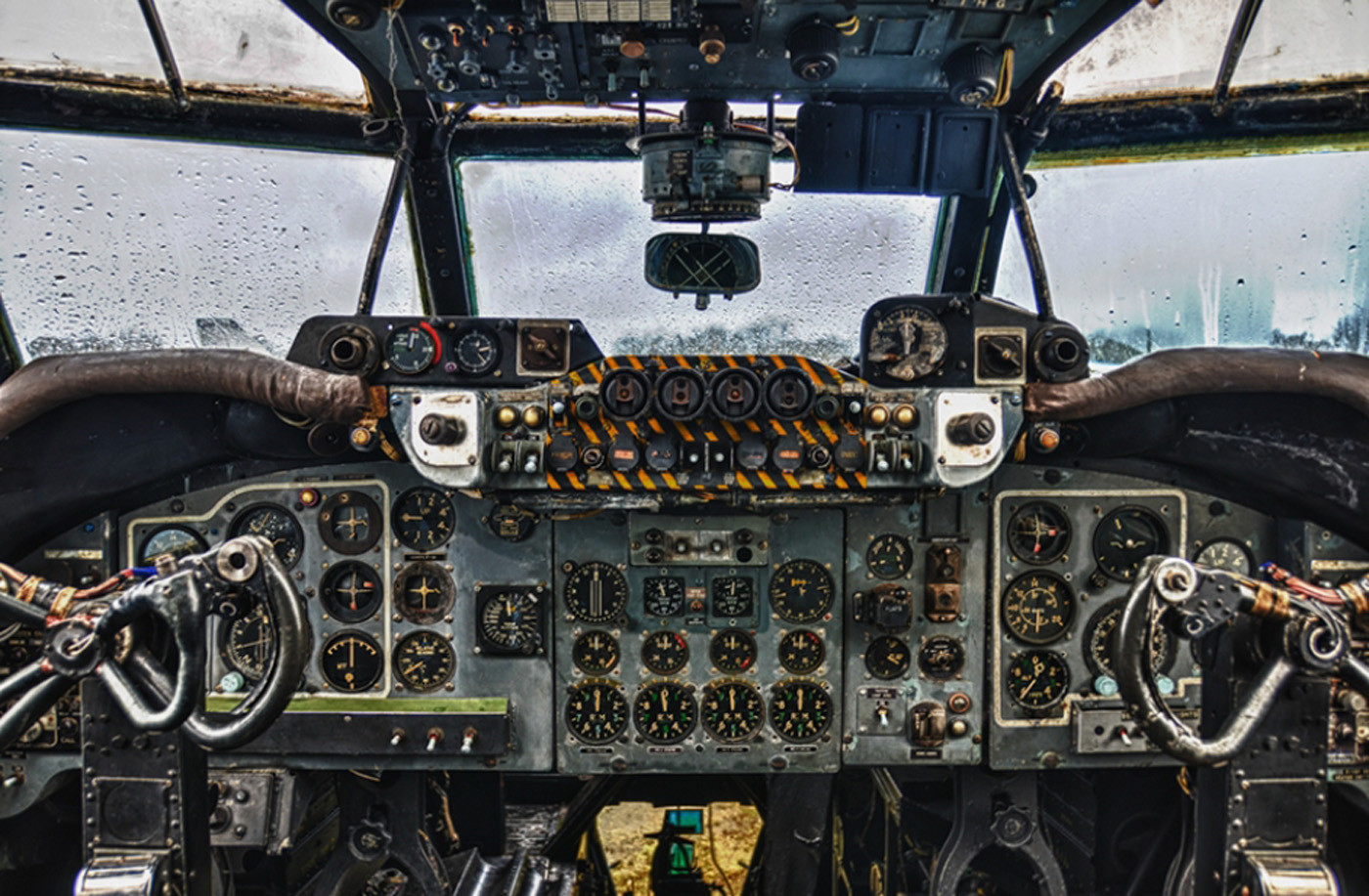 17 SHACKLETON COCPIT GATWICK AVIATION MUSEUM by Terry Day