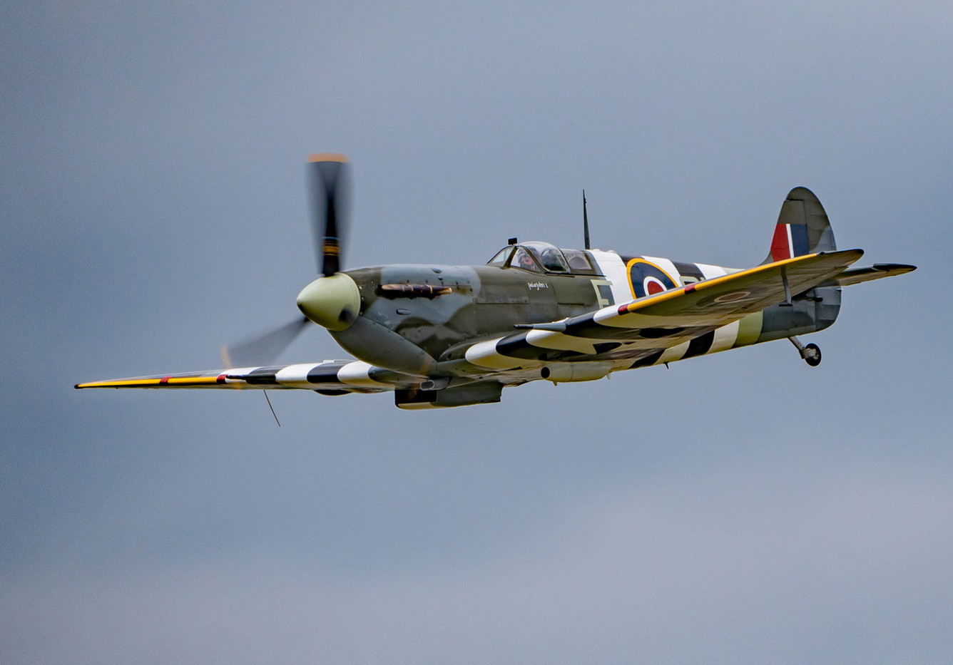 17 SPITFIRE FSH3910 by Roger Wates