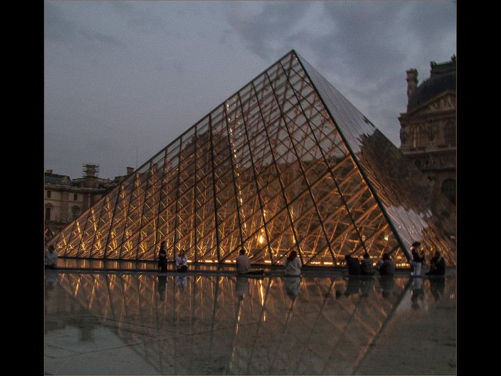 16 THE PYRAMID AT THE LOUVRE by Cathie Agates