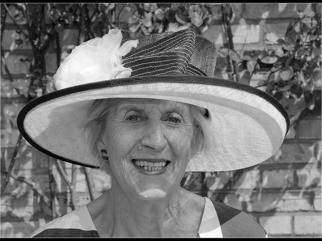 15 GLAMOROUS GRANNY by Cathie Agates