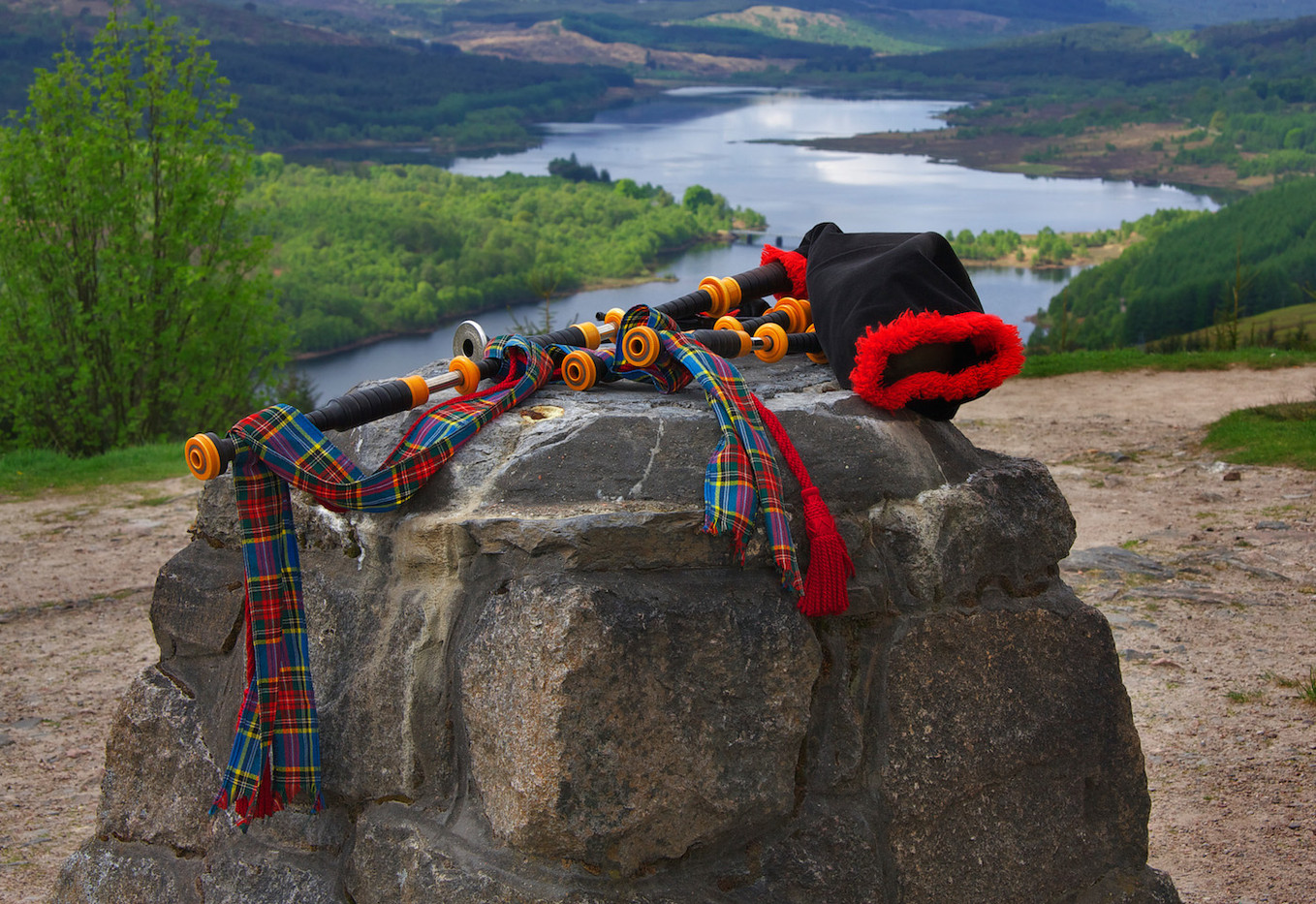 GROUP 1 16 SCOTTISH BAGPIPES by Carole Lewis