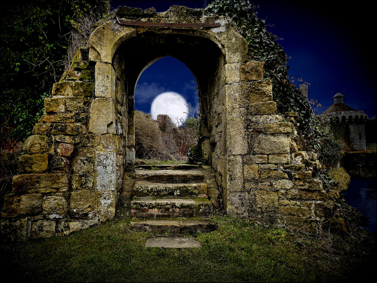 GROUP 1 18 SCOTNEY MOON by Mick Dudley
