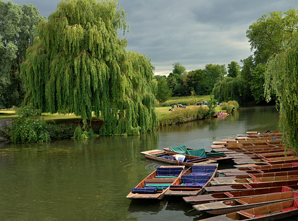 15 THE PUNTS HAVING A REST by Joan Gow