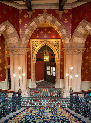 GRAND STAIRCASE ST PANCRAS HOTEL by Philip Easom
