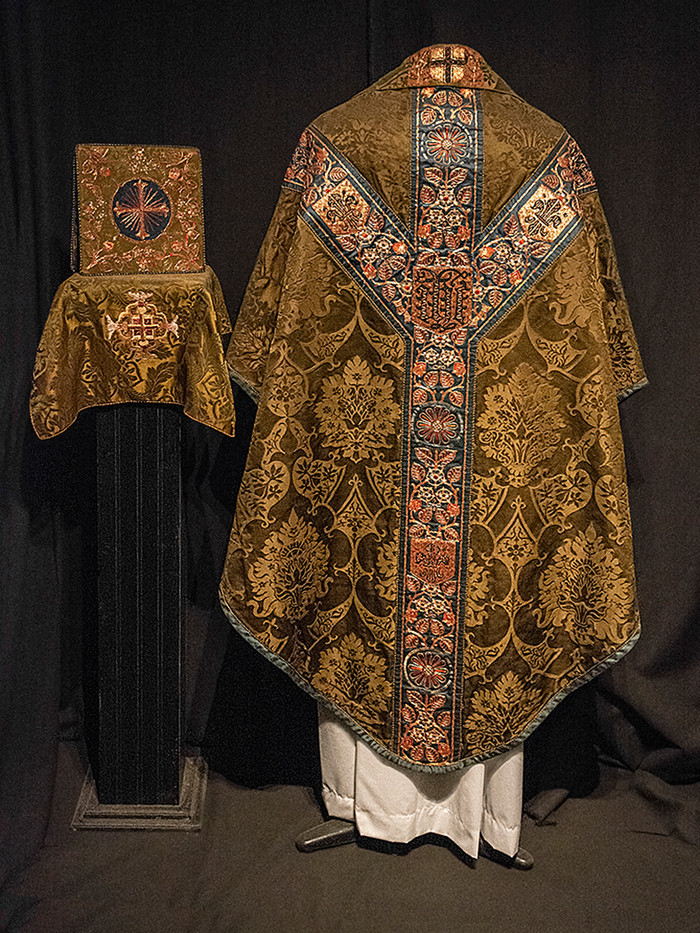 16 BISHOP'S ROBES, HARDWICK HALL NT by Alan Cork