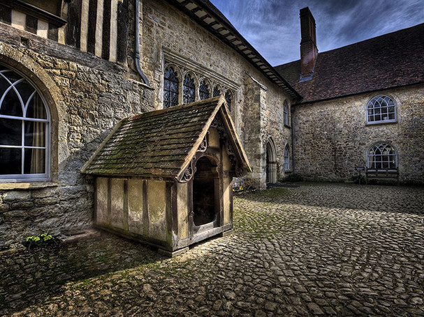 THE LISTED DOG KENNEL at IGHTHAM by Mick Dudley