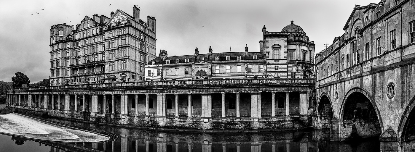 16 PULTENEY BRIDGE AND GRAND PARADE by Tony Hill