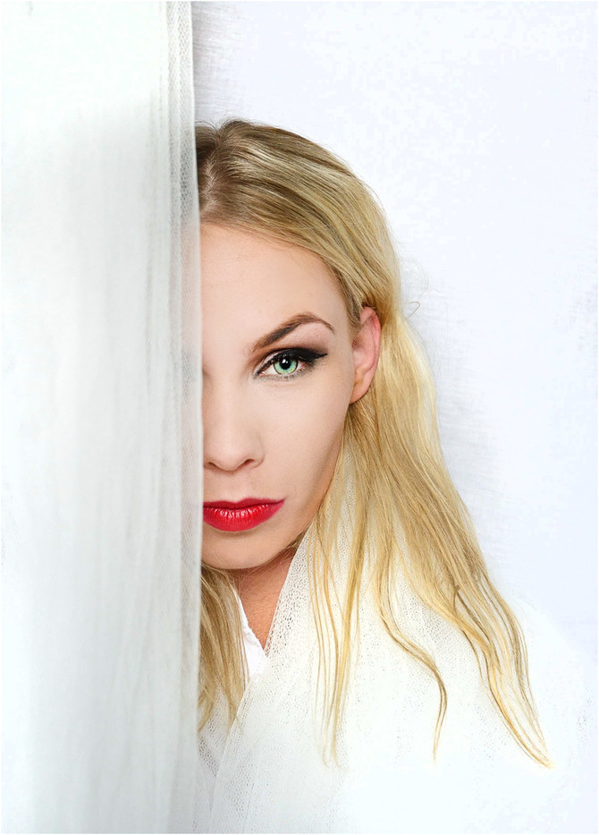 18 KAROLINA IN WHITE by Annik Pauwels