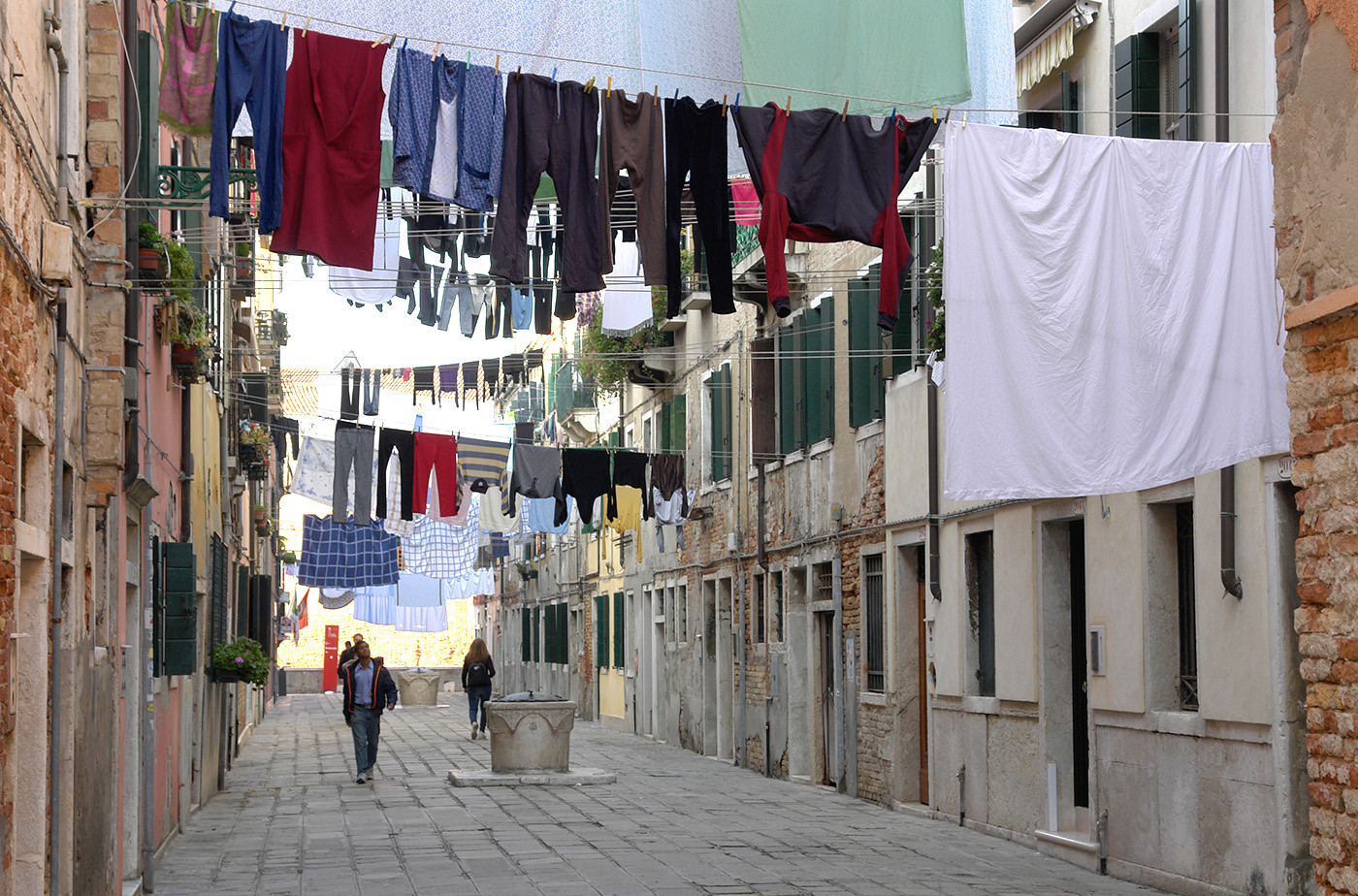 GROUP 1 17 WASHDAY IN VENICE by Brian Whiston