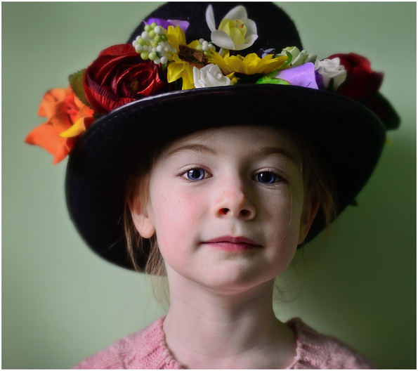 GROUP 1 19 PROUD OF MY FLOWER HAT by Annik Pauwels