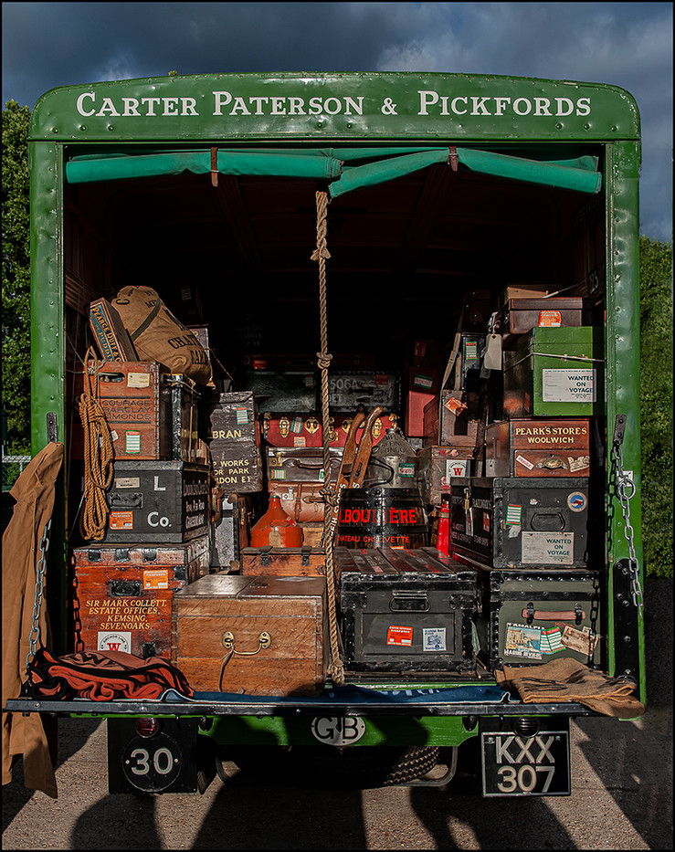 17 LOADED CARTER PATERSON & PICKFORDS REMOVAL VAN ca. 1950 by Mick Dudley