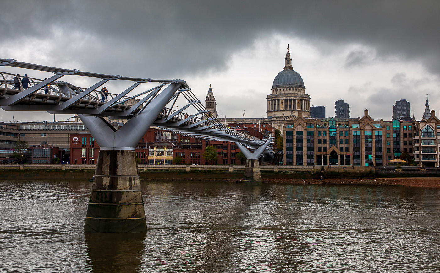18 A GREY DAY OVER ST PAUL'S by Philip Easom