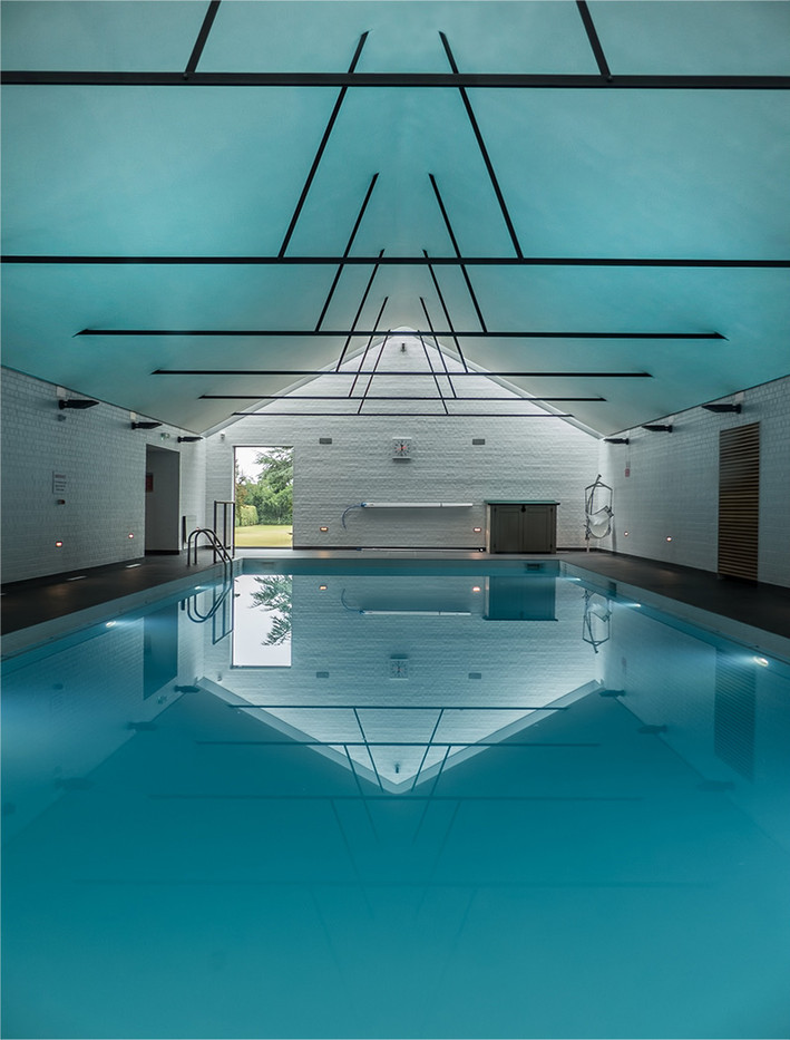 18 GIRTON COLLEGE SWIMMING POOL by Jenny Clark