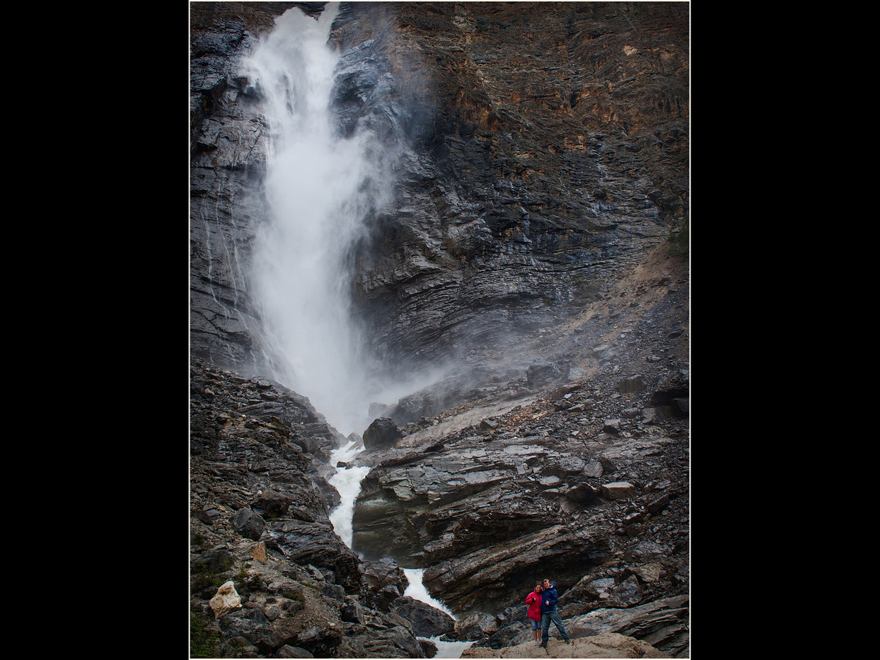 GROUP 2 20 COUPLE ENJOYING TAKAKKAW FALLS by Cathie Agates
