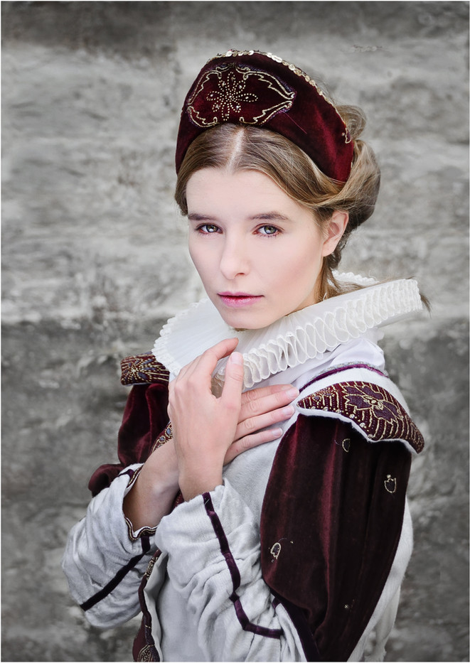 18 FACE FROM A TUDOR ERA by Annik  Pauwela