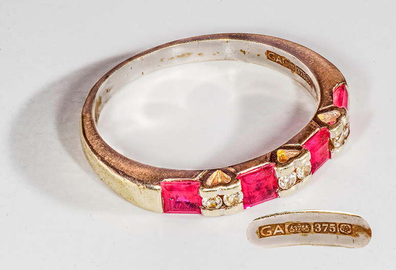 15 GOLD RING INSET WITH RUBIES AND DIAMOND by Tony Hill