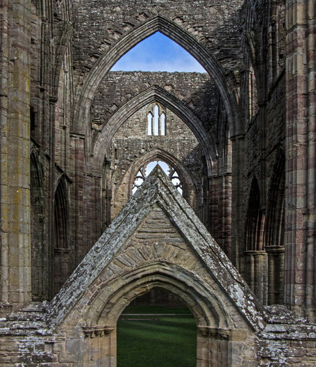 16 THE ARCHES by Richard Gandon