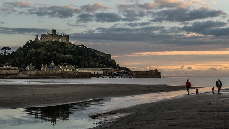 18 ON THE BEACH by Peter Tulloch