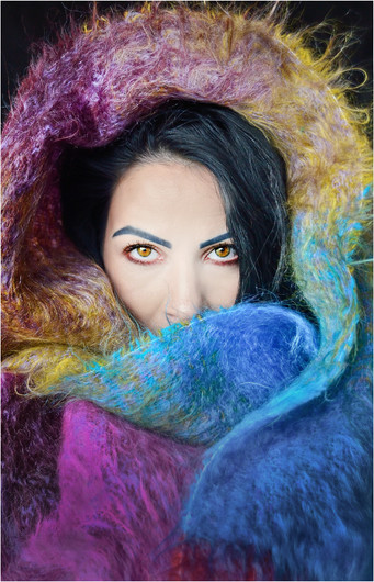 19 WRAPPED IN COLOURS by Annik Pauwels