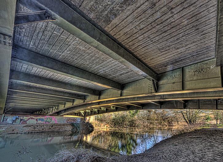 18 UNDER THE BRIDGE by Les Welton