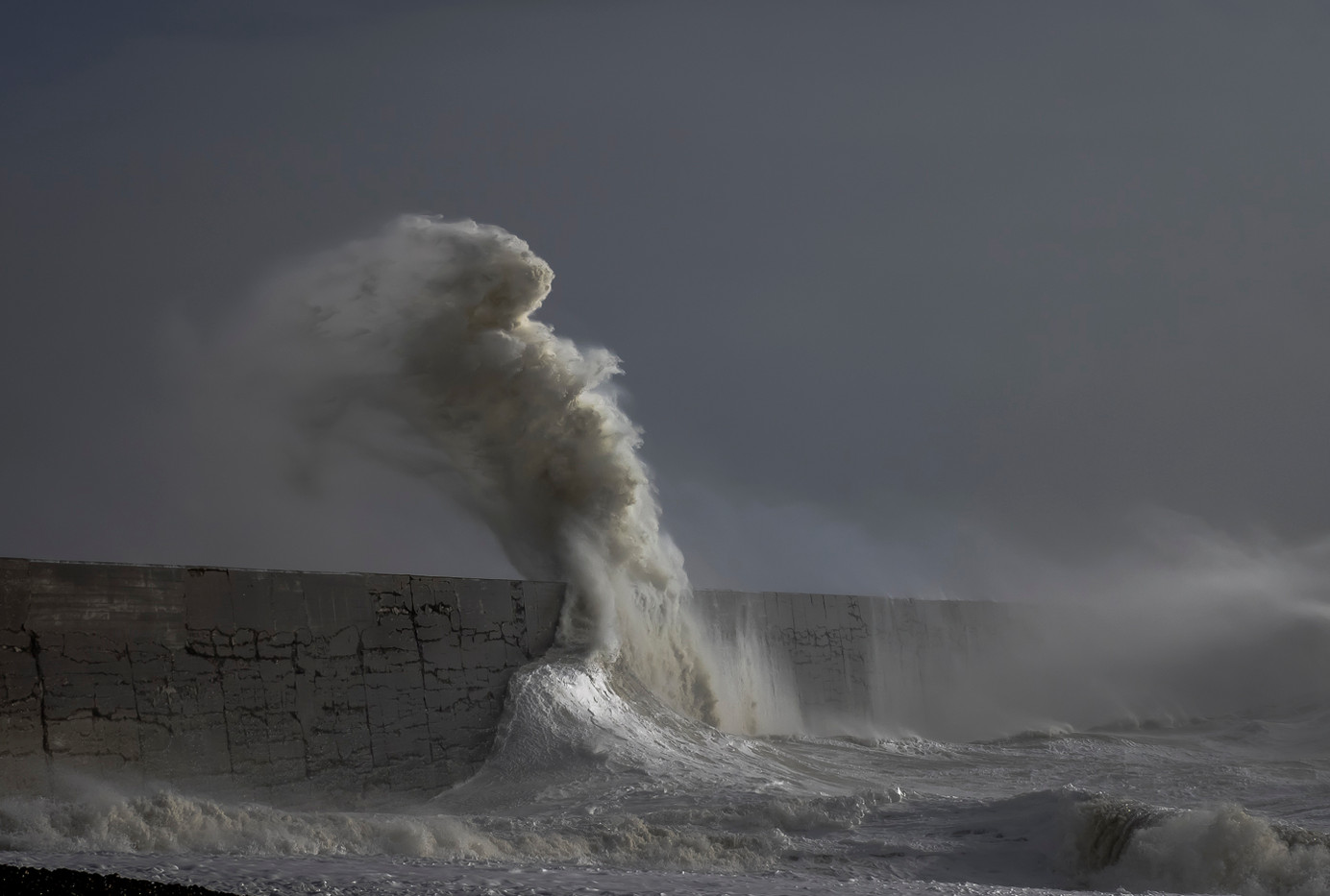20 STORM WAVE by Terry Day