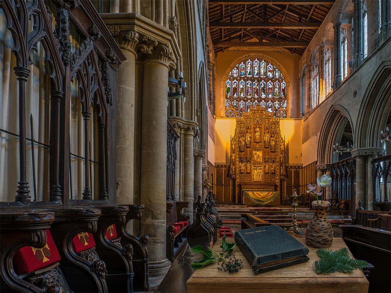 18 ALTAR FROM CHOIR, KING'S LYNN MINSTER by Alan Cork