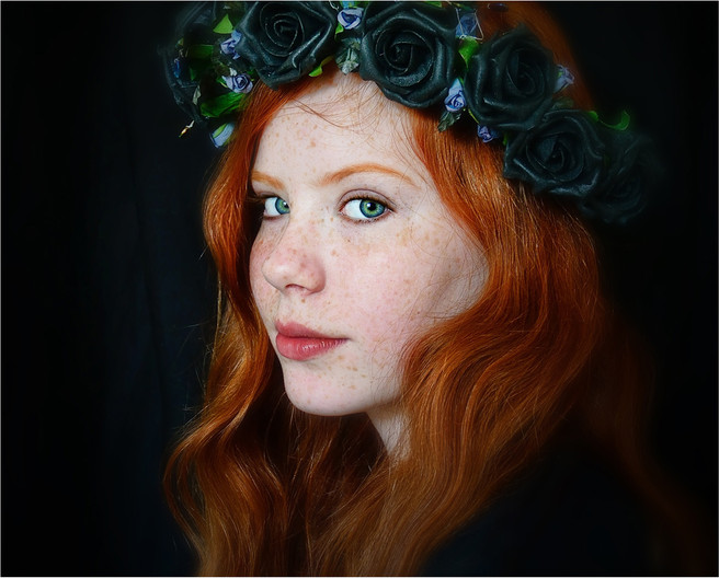 Group 1 18 HOLLIE AND BLACK ROSES by Annik Pauwels